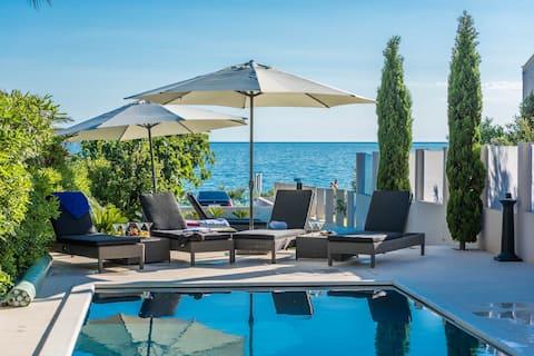 Villa Maelise Dorello, beach front luxury apart.