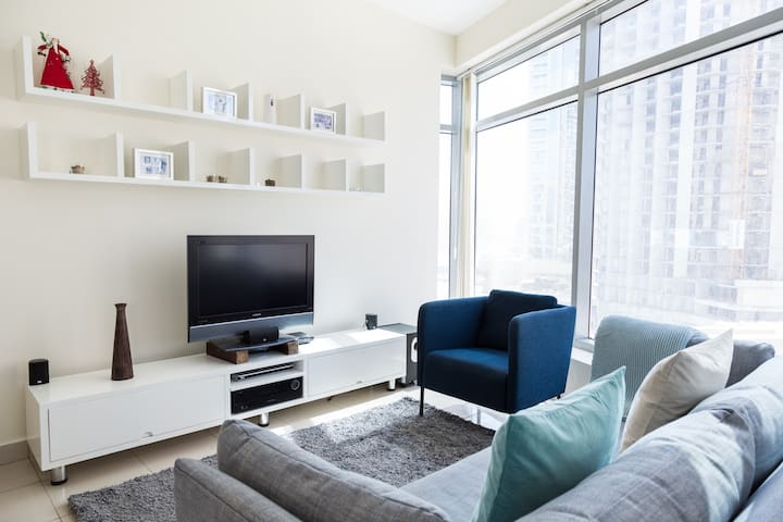 Perfect location! 1BR with best views to Marina