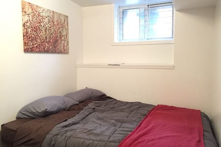 Affordable Uptown room with perfect location - Pittsburgh