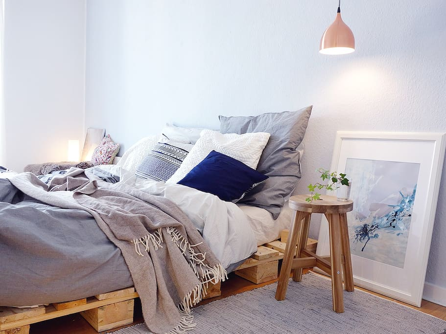 160 cm wide palette bed. You won't want to wake up from this comfy bed... xD