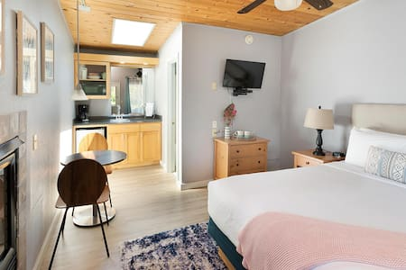 Comfy guest room in Cannon Beach