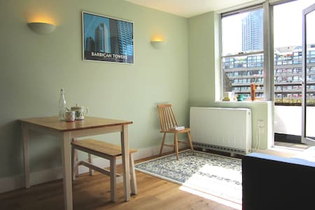 Very central, 2 Bed flat in Barbican area.