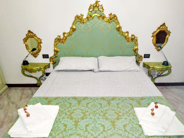 Large double bedroom with precious Venetian 800 furnishings.  Handmade by skilled craftsmen and decorated with 24k gold leaf.