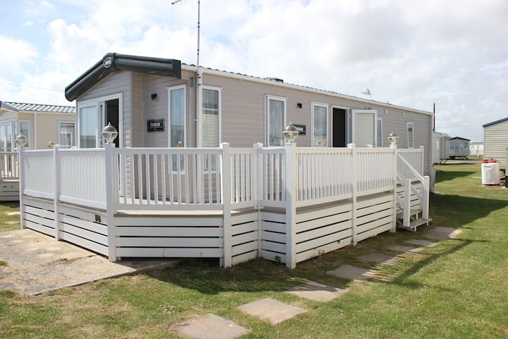 Beautiful Caravan at West Sands Selsey - Sleeps 6