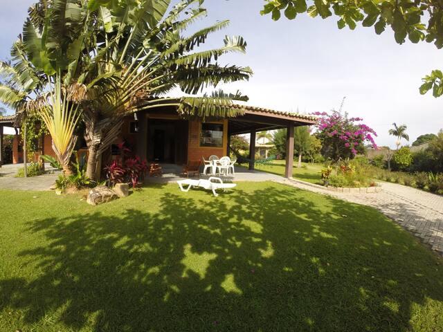 Casa Lagosta a uma quadra do mar na Pinheira