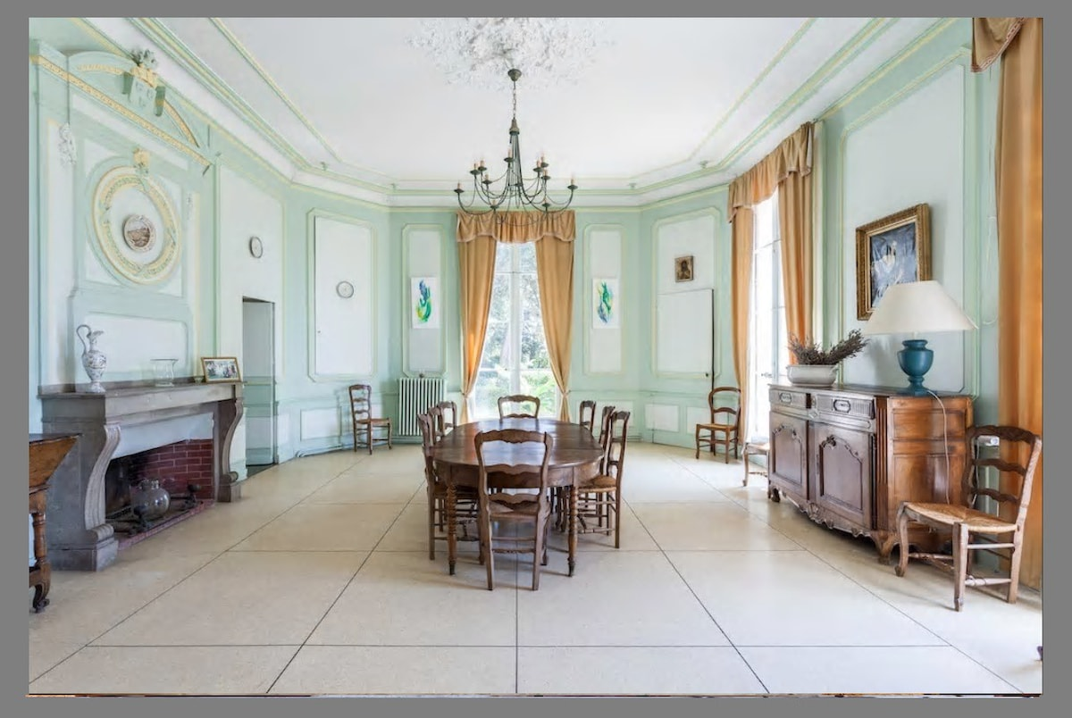 the top castles for rent in airbnb occitanie france with. Black Bedroom Furniture Sets. Home Design Ideas