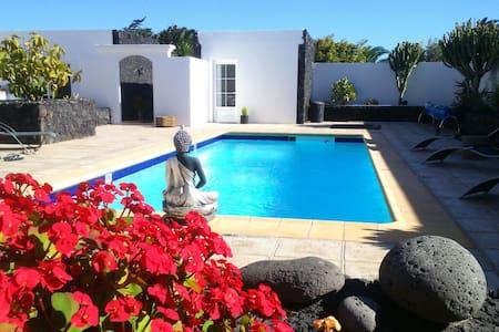 Room terraza baño privado en Villa - Costa Teguise