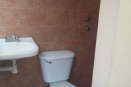 Se renta habitación confortable y segura!
