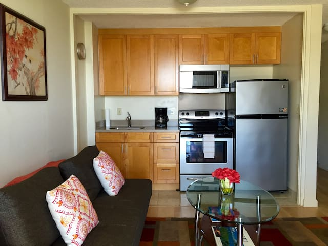 Waikiki Clean studio with Great View and Parking.