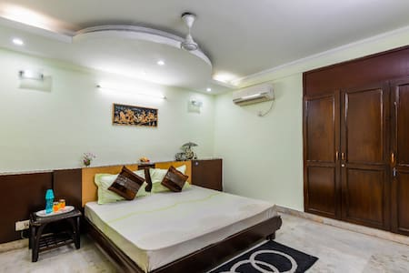Comfortable Safe Executive Homestay in GK Room 3