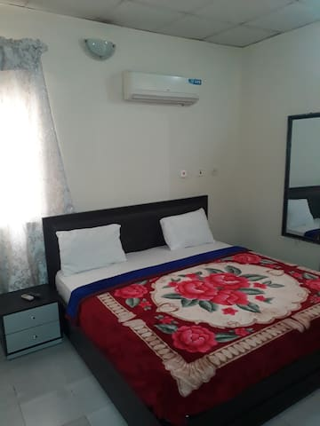 MANOLO'S HOMESTAY,ROOM 1+AC,WIFI,DSTV,STABLE POWER