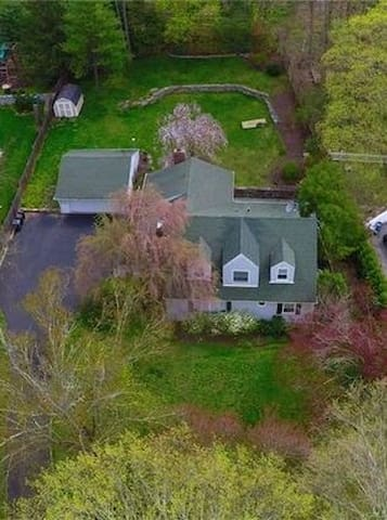 Lovely 4 bedroom, 3 bath house w/ great access.