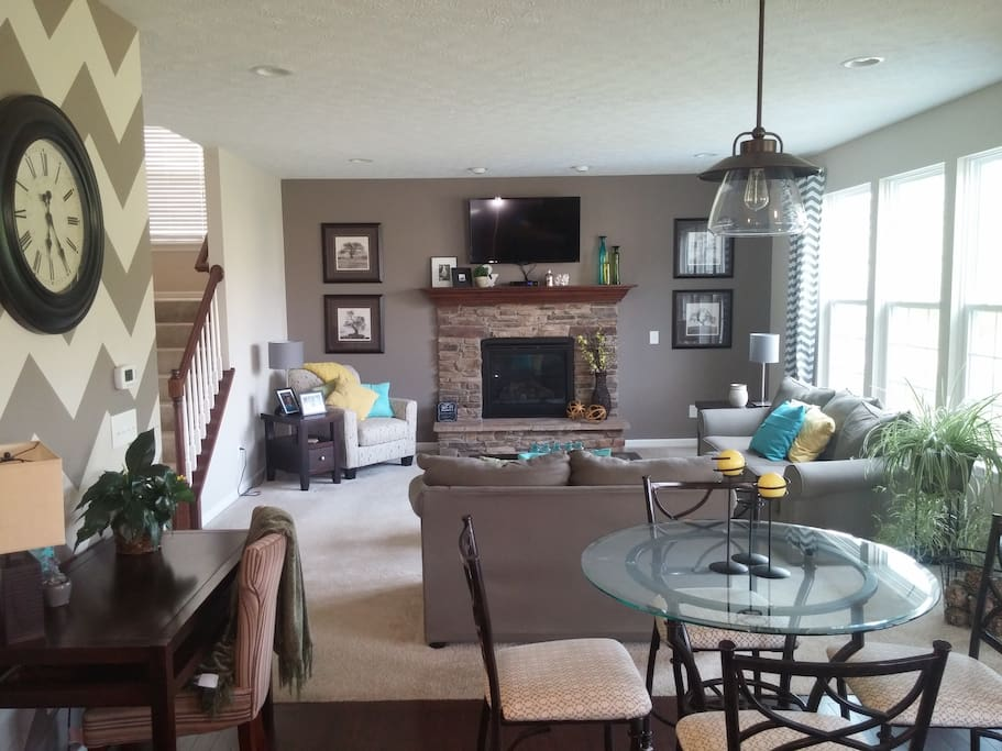 """Small cafe table, desk and Living room. Gas fireplace, 45"""" TV (Time Warner Cable)"""