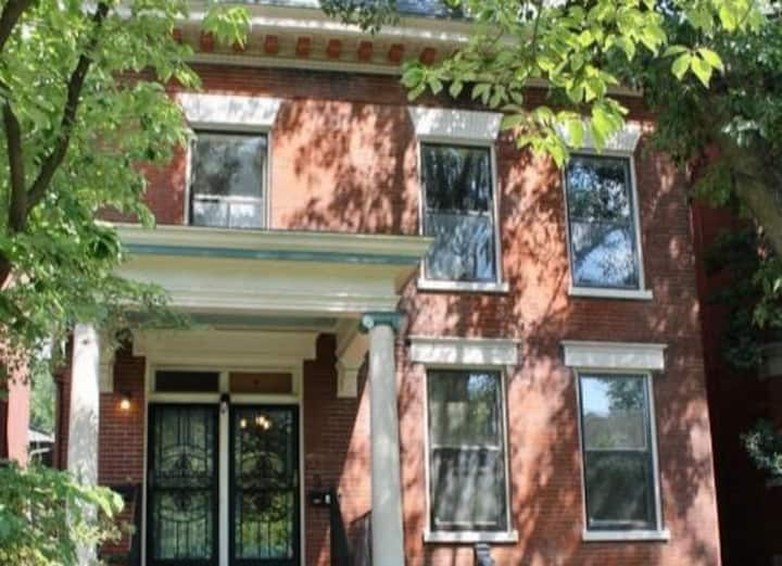 Elegant Apt with Historic Charm - Near Downtown