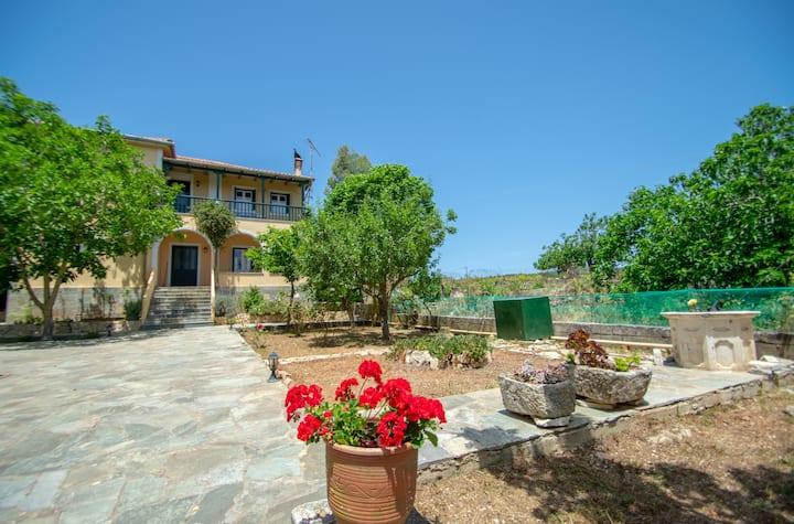 Casa Tsounis Apt with Garden near Shipwreck Beach