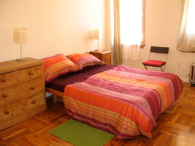 NICE PRIVATE ROOM in 2bdr. apt. (1-2 persons)+WIFI