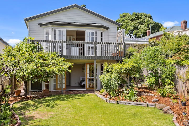 Enchanting 1910 Cottage in pretty Hobart Street