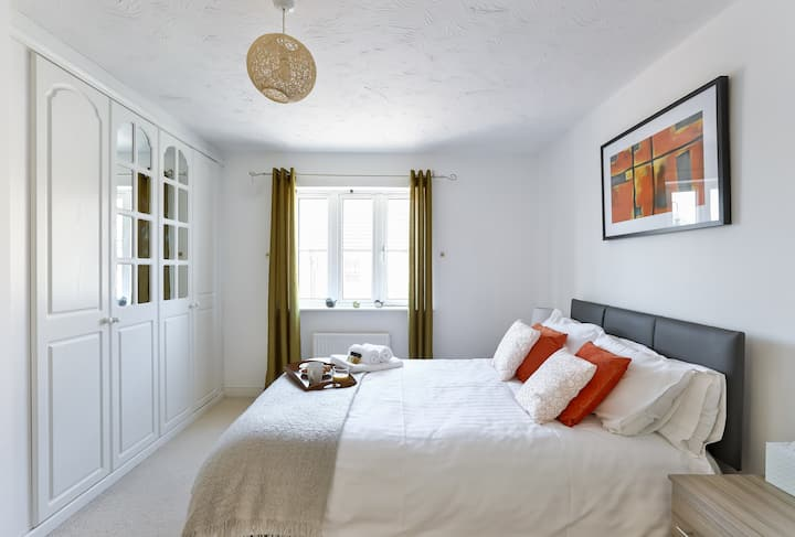 KVM Highclere House - Key workers digs - spacious