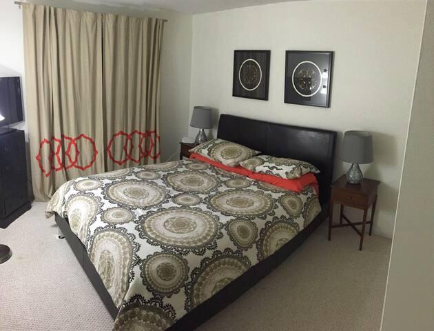 Charming and cozy Queen bedroom - Warren - House