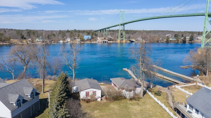 Adorable 1000 Islands Bridge View Cottage!