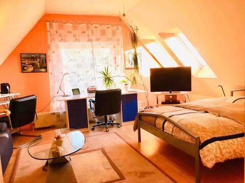 Wohnraum im Dachgeschoss in Berlin