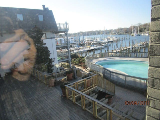 Commissioning Week Rental - Annapolis - Condominium