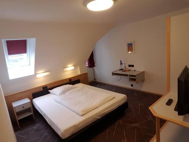 Einzelzimmer Superior im Löwen Hotel Arian