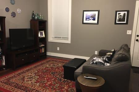 Renovated apartment near Grove neighborhood - St. Louis - Apartment