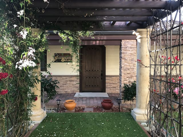 Private, Centrally-Located Guesthouse in Temecula