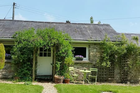 Cosy Quiet Welsh Country Cottage