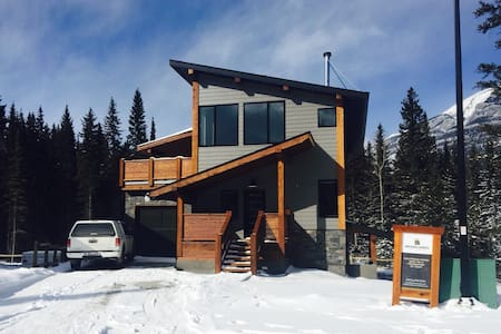Retreat by the River's Bend - Canmore - Ház