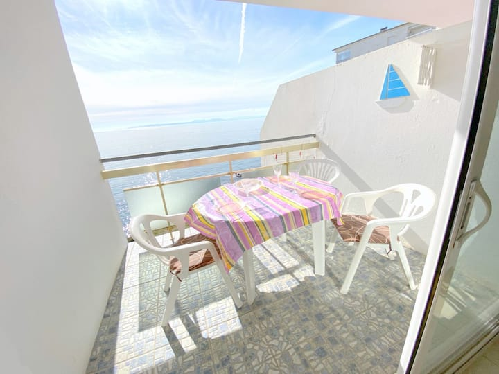 MEDA 3EApartment on Seafront with 1 bedroom on the Far area with private parking