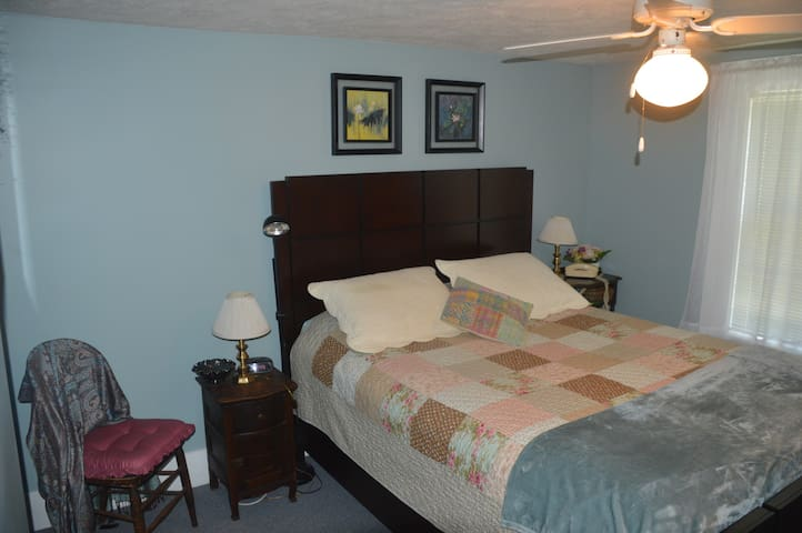 Private room in Marietta, Ohio -- Blue Room - Marietta - Haus