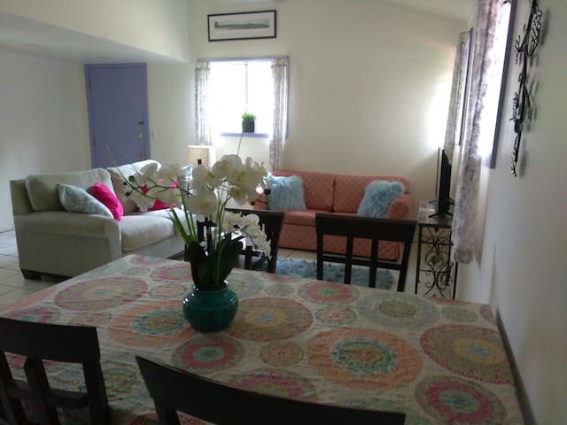 Cozy and spacious 1 bedroom cottage