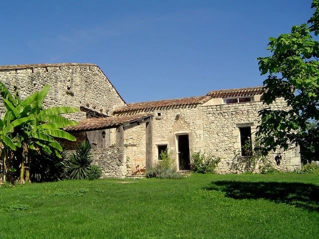 Maison périgourdine à la campagne