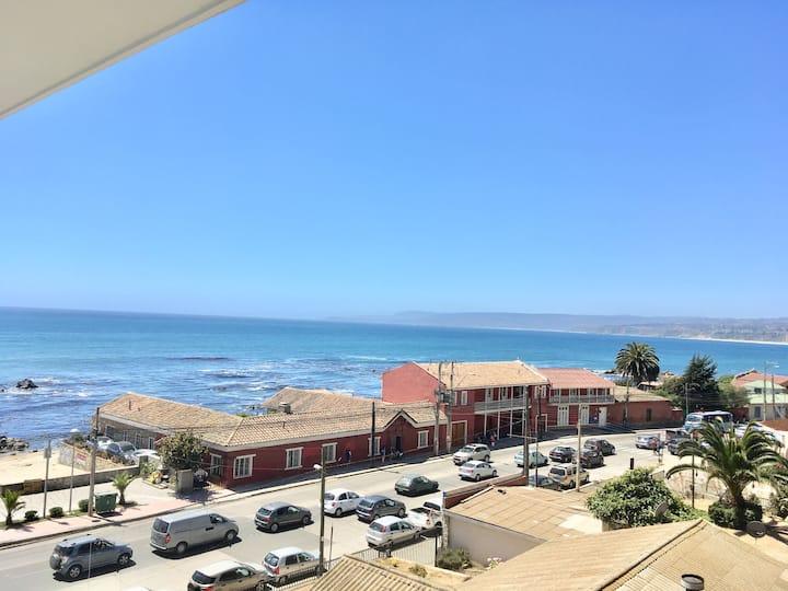 Amplio departamento frente a la playa en el Centro