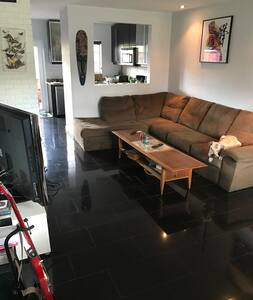 Sunny, cozy  room walking distance to Wilton Drive - 윌턴 매너스(Wilton Manors)