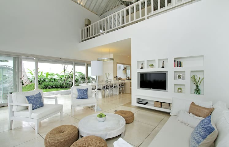 Stunning Designer Home-Anjali Suite - Ubud - Bed & Breakfast