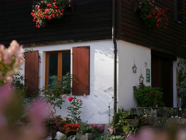Buchenhof, (Zell am Harmersbach), Ferienhaus Leibgeding, 80qm, 2 Schlafräume, überdachte Terrasse, max. 4 Personen