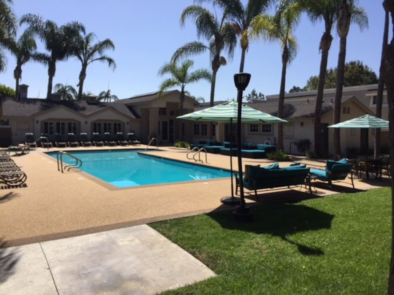 Pool & Barbecue Area