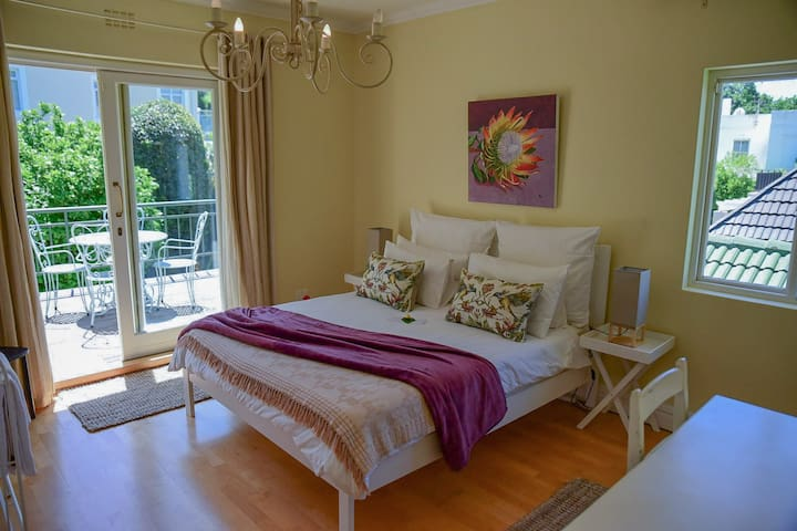 On Pinewood Guest House, Newlands - Queen Room