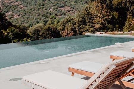 T2 de charme + piscine - gfe de Porto (4)