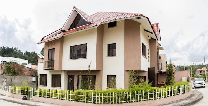Hermoso alojamiento en urbanización privada Cuenca