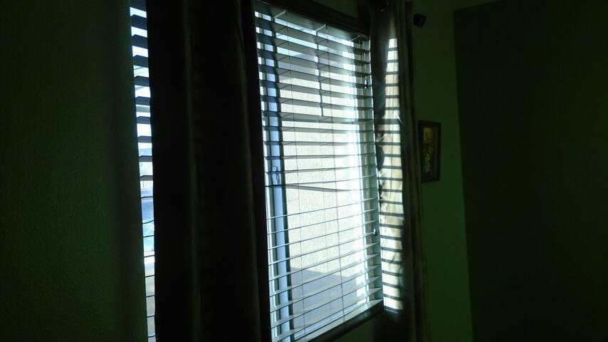 QUIET PRIVATE ROOM/BATH - Adelanto - Casa