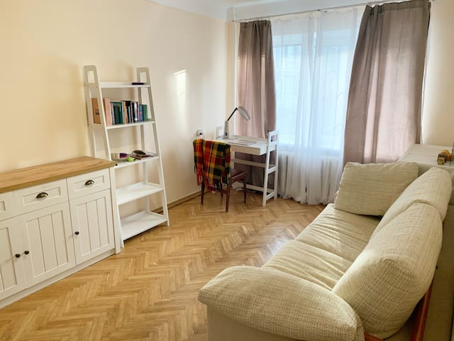 Cosy flat in the centre, 5 min walk from the metro
