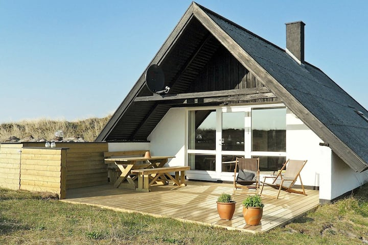 Reposeful Holiday Home in Ringkøbing With Roofed Terrace