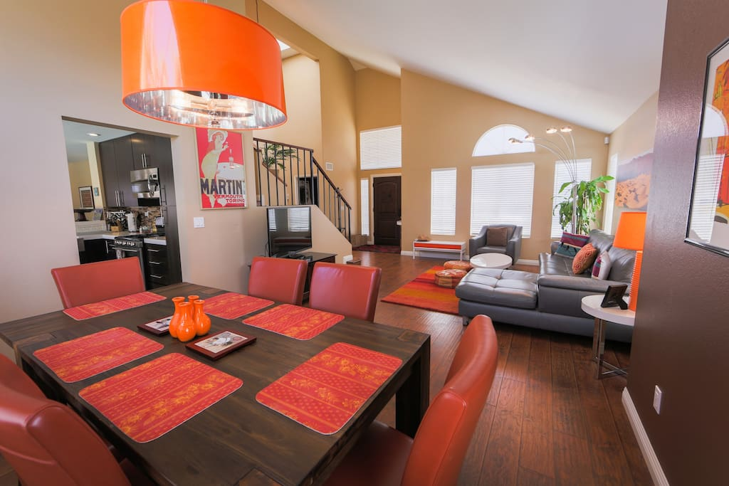 Formal Dining and living room. Wi-Fi Sat. TV with free Netflix and Amazon Prime