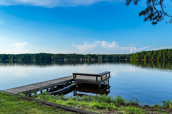 Lakefront Retreat Mins to Golf 4BR+3Bath Sleeps 8!