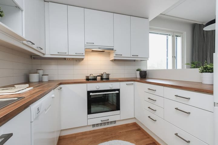 New apartment, 3 min train ride from the Airport