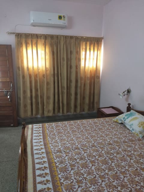 1st floor A.C. furnished room with baths